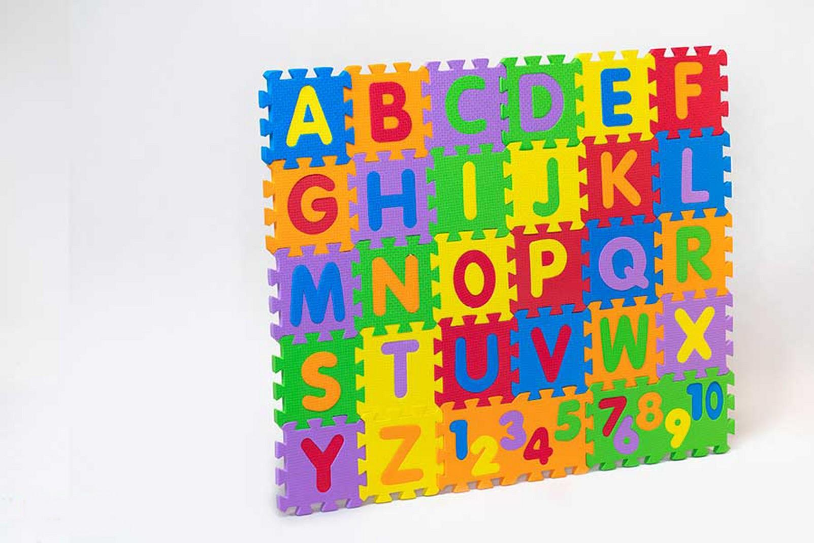 كفپوش-حروف-و-اعداد-انگليسي-10-10-(فكرآفرين)-جعبه-اي-فومي